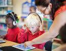 研究表明:智能手机不仅伤眼 还会损害孩子的听力