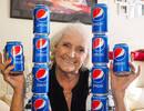 英77岁老太64年里每天喝四罐百事可乐:极厌恶可口可乐