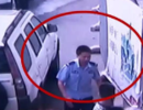 长沙一孕妇马路上突然分娩 警察和路人合力搭产房