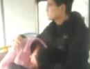 大学生扶熟睡女子40多分钟,被赞公交暖男