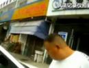 江苏:老人剐蹭轿车主动报警 车主放弃追责
