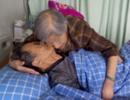 相伴终老:宁波84岁老太执意留院 陪护患癌老伴