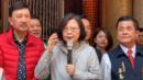 现场!蔡英文春节祈福遭近距离愤怒抗议 当场语无伦次脸都绿了