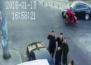 抓住窃贼后,这些北京警察为何向着摄像头敬礼?