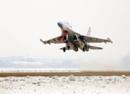 中国空军苏30雪后开练,意外曝光同机场新装备的歼16