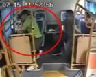 福州公交车上女乘客突然昏迷 司机改变路线送医院