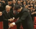 习近平细微之举感动中国
