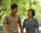 95后大学生带失明母亲上学10年:妈妈,我是你的眼