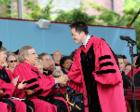 第一个走上哈佛毕业演讲台的中国人,出书讲中国乡村