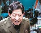 杭州86岁老人背弯如弓,深夜拾荒资助寒门大学生