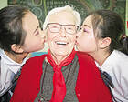 """美国93岁老人与陕西偏辟小城的25年""""爱心长跑"""""""