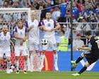 世界杯上中国队遭嘲笑,但是中国美女球迷却不输阵