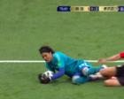 输急眼了,0-2落后韩国队长狠踢门将,对手怒推他后,他还要还手