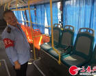 女子遭陌生男尾随威胁 公交司机挺身而出助她安全离开