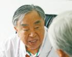 95岁医生从医75年:只要还能动,我就要出诊