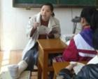 乡村教师腿骨折打石膏授课 网友:这是用生命教学