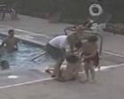 12岁少年溺水 女子不顾疼痛跳下轮椅救人