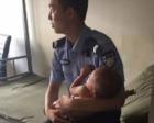 男童走失被警察带回 男警察抱着他直到睡着