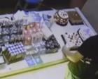 男子误偷蛋糕模型 女店长两句话引网友点赞