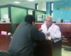 82岁医生在妻子去世次日义诊:她也是医生 会理解