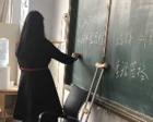 """高三女教师拄拐上课:高考前的陪伴不能""""缺席"""""""