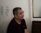 中国好女婿:五旬教师改良婴儿背带 背着老岳父看世界