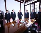 习近平同中央政治局常委赴上海瞻仰中共一大会址