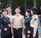 火箭军官兵启用穿着新式军装(图)
