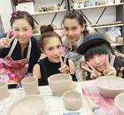 Angelababy香港待产 和闺蜜相约做陶器素颜出镜