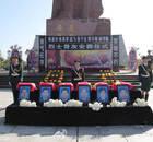 天津港爆炸6位牺牲公安烈士下葬(图)