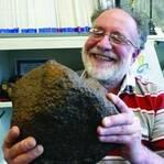 农夫刨出一块石头 竟是价值340万美元的罕见陨石