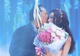 52岁温碧霞首开唱变花仙子扮嫩 获老公上台送花献吻
