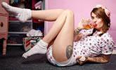 21岁女孩喜欢生活中扮演婴儿