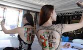 模特背画户型图吸引众人围观