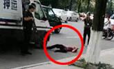 男子追砸运钞车 被安保击毙现场