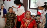 重阳节:农村老人穿婚纱在镜头前乐开了花