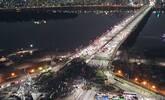 韩国建筑工人罢工 把桥堵了