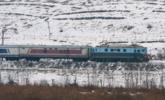 朝鲜降大雪 雪后民众坐通勤火车去上班