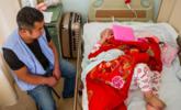 7岁女孩做化疗,亲妈揣救命钱失联
