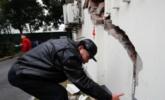 上海居民楼疑似墙体开裂、沉降