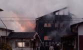 日本自卫队军机坠毁致附近住宅起火