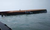 载16名中国船员挖沙船倾覆 1死12失踪