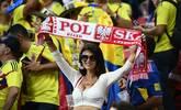 哥伦比亚和波兰女球迷亮了