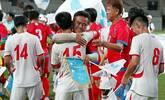 韩朝工人统一足球赛举行 球员相拥