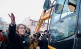 俄总统女候选人对峙挖掘机 抗议拆毁老建筑