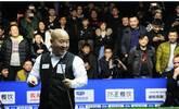 赵本山徒弟跨界打台球 PK美女裁判