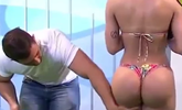巴西女模被摸臀 直播中怒扇男主持