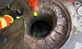 流浪汉揭开井盖 3岁小女孩掉落死亡