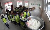 探访小凉山的幼儿班 孩子们饭前竟这样对老师喊