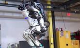 这么虐待机器人不怕被报复吗?